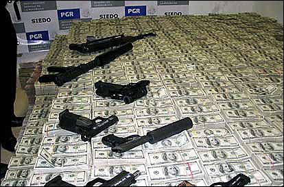 Cash and guns Mexico_15